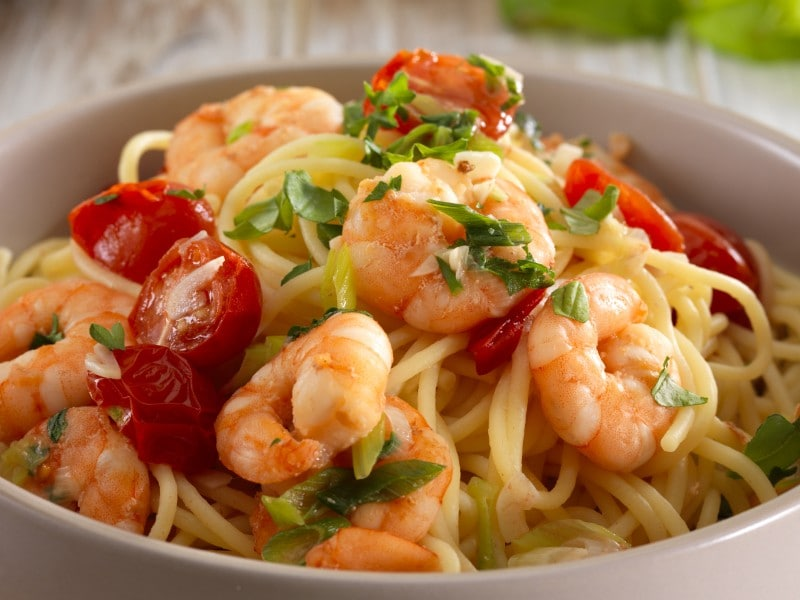 spaghetti with prawns and herbs