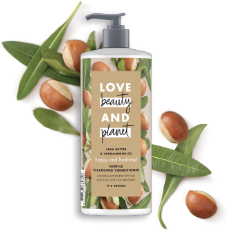 Vorderseite der Conditionerflasche: Love Beauty & Planet Cleansing Conditioner mit Shea Butter & Sandalwood Oil
