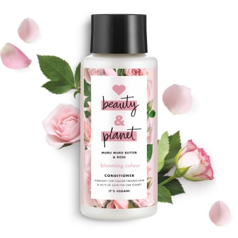 Predná strana obalu kondicionéru Love Beauty and Planet Blooming Colour s maslom murumuru a ružou 400 ml