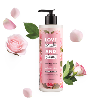 Voorkant bodylotionverpakking Love Beauty Planet muru muru-boter & roos bodylotion prachtige glans 400 ml