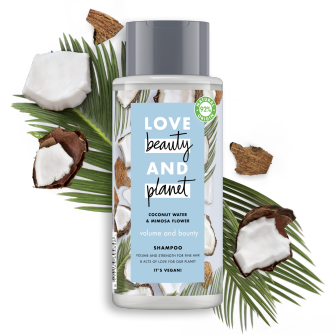 Shampoopakkauksen etuosa Love Beauty Planet Kookosvesi ja mimosankukka -shampoo Volume and Bounty 400 ml