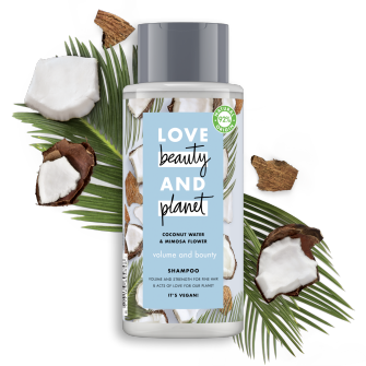 Partea din față a recipientului cu șampon Love Beauty and Planet Coconut Water & Mimosa Flower Volume & Bounty