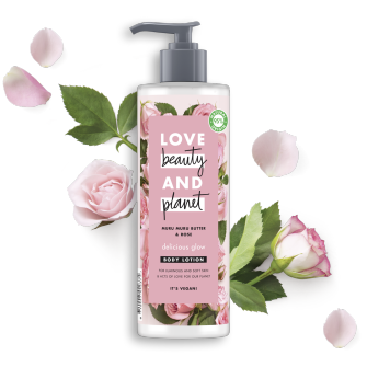 Partea din față a recipientului cu loțiune pentru corp Love Beauty and Planet Murumuru Butter and Rose Oil Delicious Glow