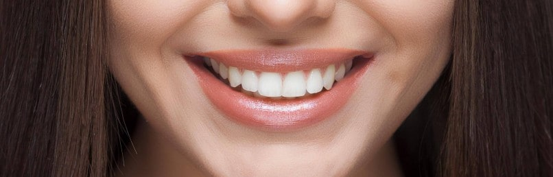 dents blanches: la verite sur le bicarbonate de soude et l'oil pulling