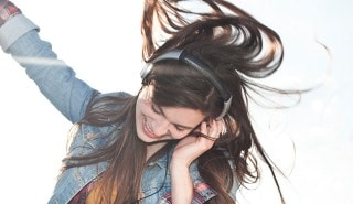 Model with long brown hair hears dance to page PLP1 - (shampoo).